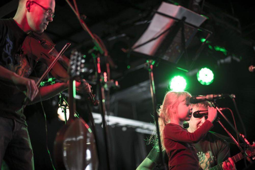 TaideTuutissa Lutakossa maaliskuussa toteutettiin Lasten open stage yhdessä Lastenmusiikkiorkesteri Loiskiksen kanssa